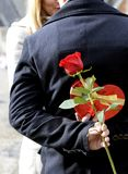 Coppie romantiche nell'amore che celebra anniversario Immagine Stock