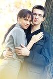 Coppie romantiche nella sosta di autunno Fotografia Stock