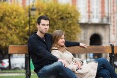 Coppie romantiche a Parigi immagine stock