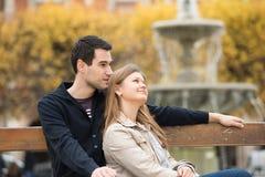 Coppie romantiche a Parigi fotografia stock libera da diritti