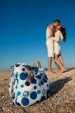 Coppie romantiche su una spiaggia Fotografia Stock