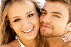 Coppie romantiche sulla spiaggia Immagine Stock Libera da Diritti