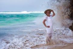 Coppie romantiche sulla spiaggia Fotografia Stock