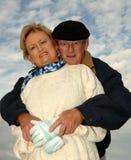 Rannicchiare senior delle coppie fotografie stock