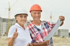 Coppie senior dentro in costruzione Immagini Stock Libere da Diritti