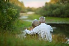 Coppie senior felici nel lago Fotografia Stock Libera da Diritti