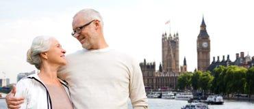 Coppie senior felici nella città di Londra fotografia stock libera da diritti