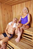 Coppie senior nella sauna dell'hotel Immagini Stock Libere da Diritti