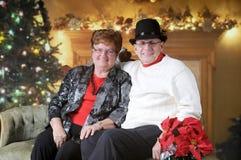 Coppie senior rilassate al Natale Immagine Stock Libera da Diritti