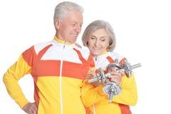 Coppie senior sorridenti dell'attivo Fotografia Stock