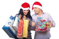 Coppie soddisfatte delle loro cose d'acquisto Fotografia Stock Libera da Diritti