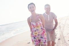 Coppie sorridenti felici Fotografie Stock Libere da Diritti