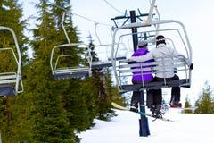 Coppie su Ski Lift immagine stock libera da diritti