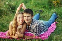 Coppie su un picnic Fotografia Stock
