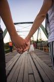 Coppie sul vecchio ponte Fotografia Stock