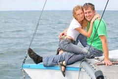 coppie sull'yacht Fotografia Stock Libera da Diritti
