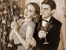 Coppie sulla festa di Natale Retro in bianco e nero Immagine Stock Libera da Diritti