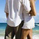 Coppie sulla spiaggia. Fotografia Stock