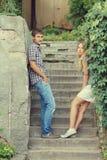 Coppie sulle scale di pietra Fotografia Stock