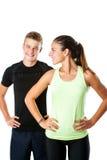 Coppie teenager pronte per l'allenamento di forma fisica Immagini Stock Libere da Diritti