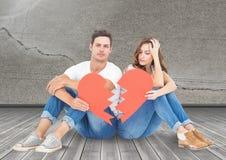 Coppie tristi che si siedono insieme ai cuori rotti Fotografie Stock