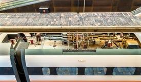 Copra l'attrezzatura di un treno ad alta velocità di Siemens Velaro alla stazione di Saragozza-Delicias, Spagna Immagine Stock