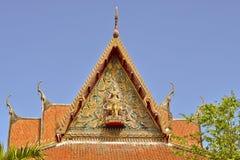 Copra lo stile del tempio tailandese con l'apice del timpano sulla cima con la s blu Fotografie Stock Libere da Diritti