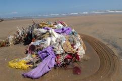 Coprendo sulla spiaggia Fotografia Stock