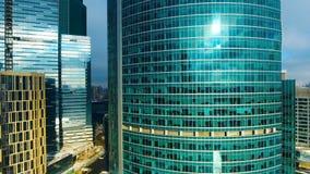 Copter latania puszek drapacz chmur w miasto terenie biznesowego centre zawody międzynarodowe Moscow zbiory