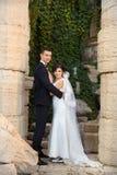 Copule de la boda Novia y novio hermosos Apenas merried Cierre para arriba Imagen de archivo