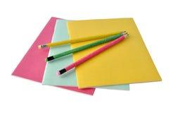 Copy-books und Bleistifte stockbilder