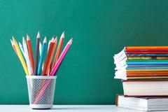 Copybook, crayon lecteur, crayon et tout autre matériel photographie stock