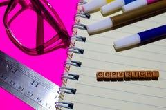 copyright Inspiraci wiadomość pisać na drewnianych blokach Krzyż przetwarzający wizerunek zdjęcie stock