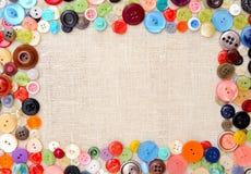 Copyspace-Bild mit mehrfarbigen nähenden Knöpfen Stockfotografie