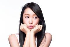 Copyspace feliz bonito do olhar da mulher Imagens de Stock