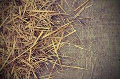 Copyspace z tłem jutowa tkaniny i słomy stajnia Fotografia Royalty Free