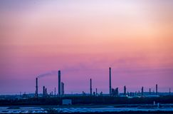 Coque, Angleterre - 4 mai 2018 : Dépassement par l'horizon industriel près de la coque - Royaume-Uni photos libres de droits