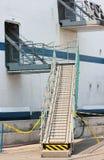 Coque d'un navire de fret avec l'échelle images stock