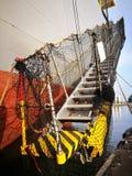 Coque d'un navire de fret avec l'échelle photographie stock libre de droits