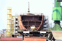 coque de bateau en construction au chantier naval images libres de droits