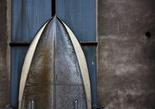 Coque de bateau en métal avec des rivets Images stock