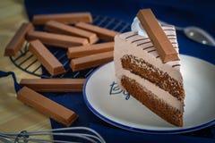 Coque dulce delicioso del chocolate del postre del primer con decoros de la oblea Foto de archivo