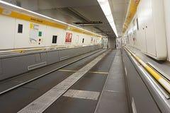 COQUELLES, PAS-DE-CALAIS, FRANKRIJK, 07 MEI 2016: Lege Eurotunnel-autotransportwagen Stock Afbeelding