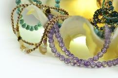 Coquillage avec les perles et les bijoux de luxe Images stock