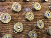 12 coquilles de fusil de chasse de mesure employées pour créer des étoiles dans un drapeau américain Photo libre de droits