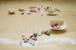 Coquilles et perles de nacre Photographie stock