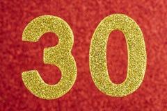 Cor amarela do número trinta sobre um fundo vermelho anniversary Foto de Stock Royalty Free