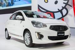 Cor branca nova de TOYOTA Attrage na 30a expo internacional do motor de Tailândia o 3 de dezembro de 2013 em Banguecoque, Tailândi Imagens de Stock Royalty Free