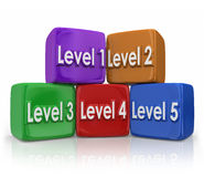 A cor das categorias das etapas do nível 1 a 5 obstruiu cubos Fotografia de Stock