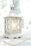 Cor de madeira do branco da lâmpada do vintage Fotografia de Stock Royalty Free
